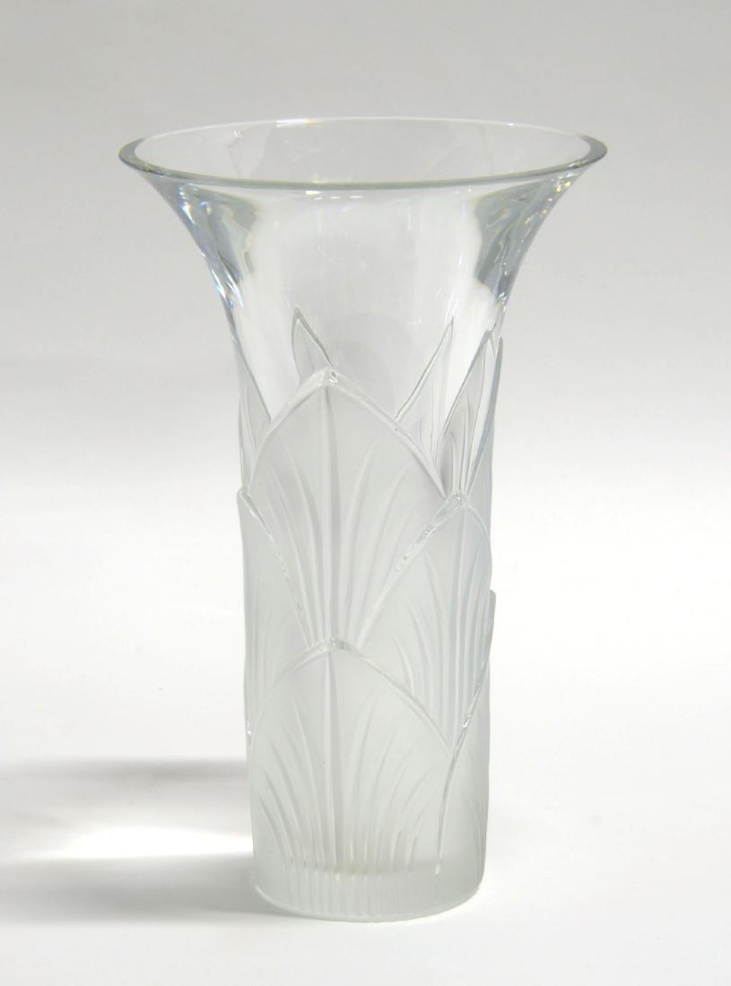 Lalique Vaso a bocca svasata in vetro trasparente con