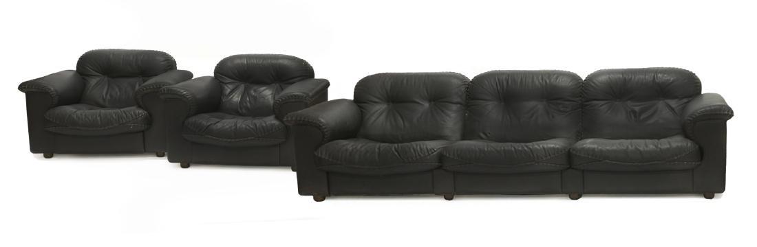 Salotto composto da un divano a tre posti e due