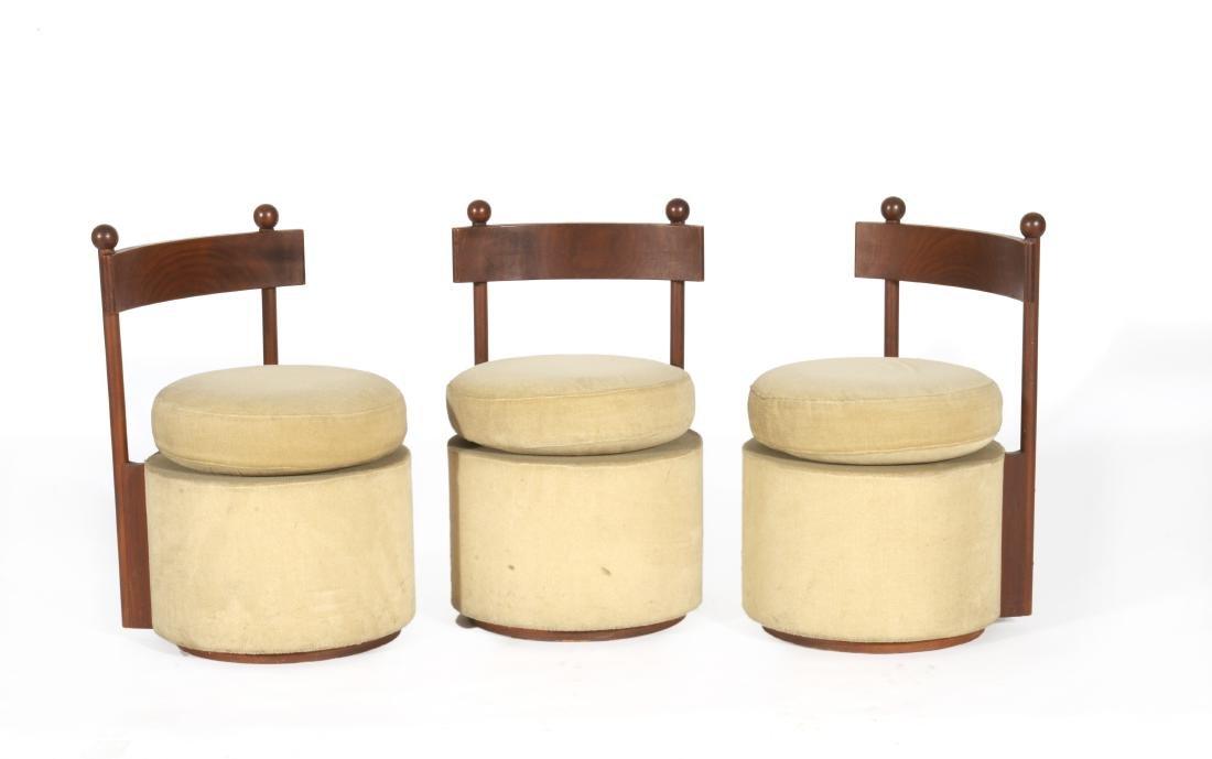 Gruppo di tre seggioline basse in tek massello con