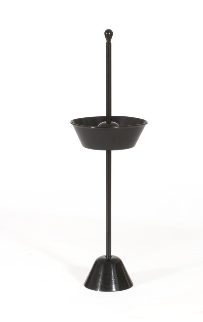 """Achille Castiglioni * Tavolino modello """"Servofumo""""."""