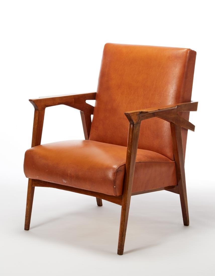 Poltrona con struttura in legno massello, seduta e