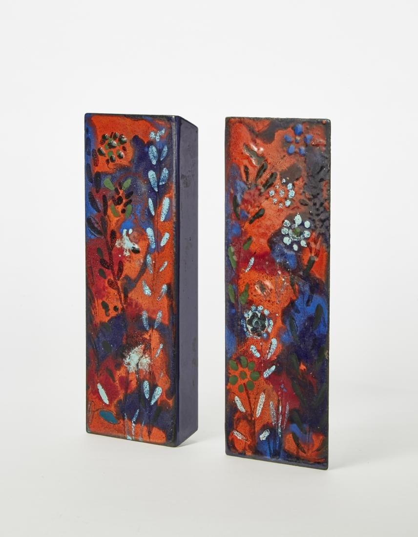 Coppia di maniglie smaltate in blu, celeste e rosso