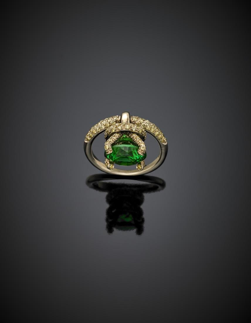 *DI GREGORIO Yellow gold ring with green round gem set