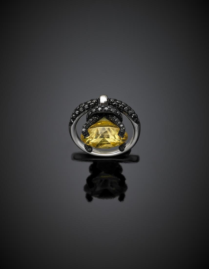 *DI GREGORIO White and black gold ring with yellow gem