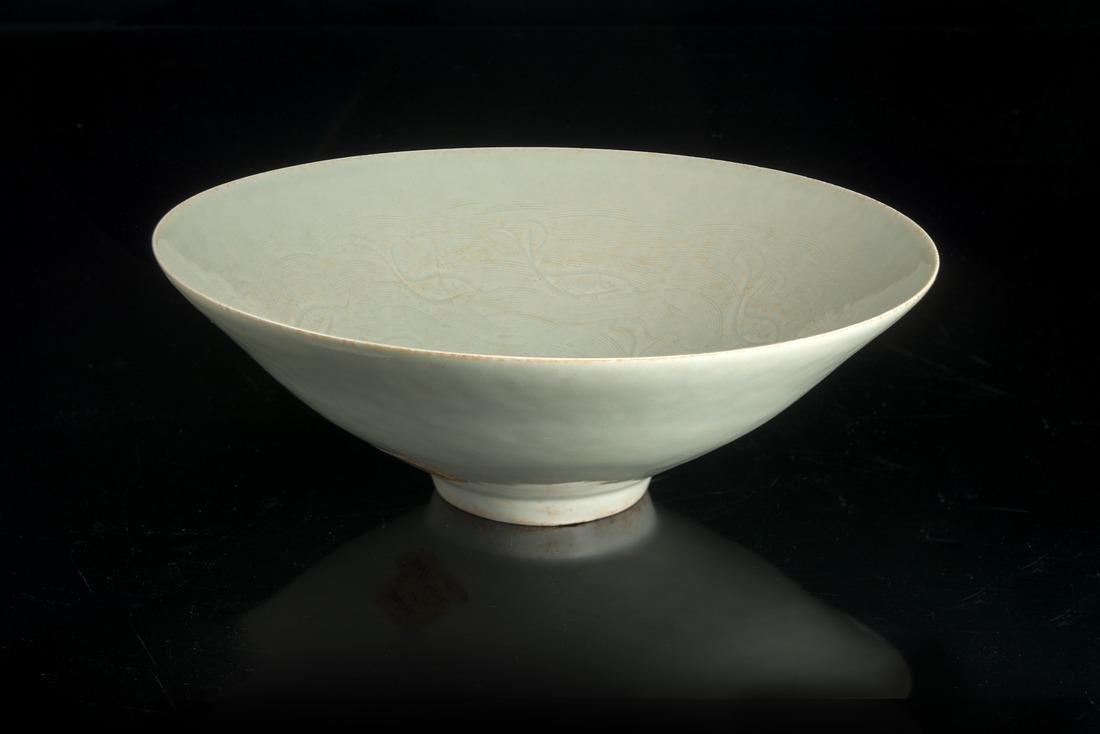 A qingbai bowl with incised floral decoration China,