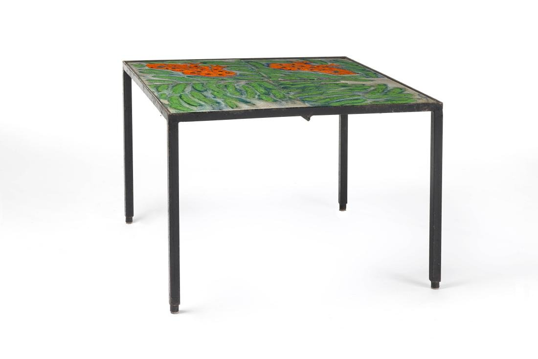 Coffee table with iron structure and four polychrome