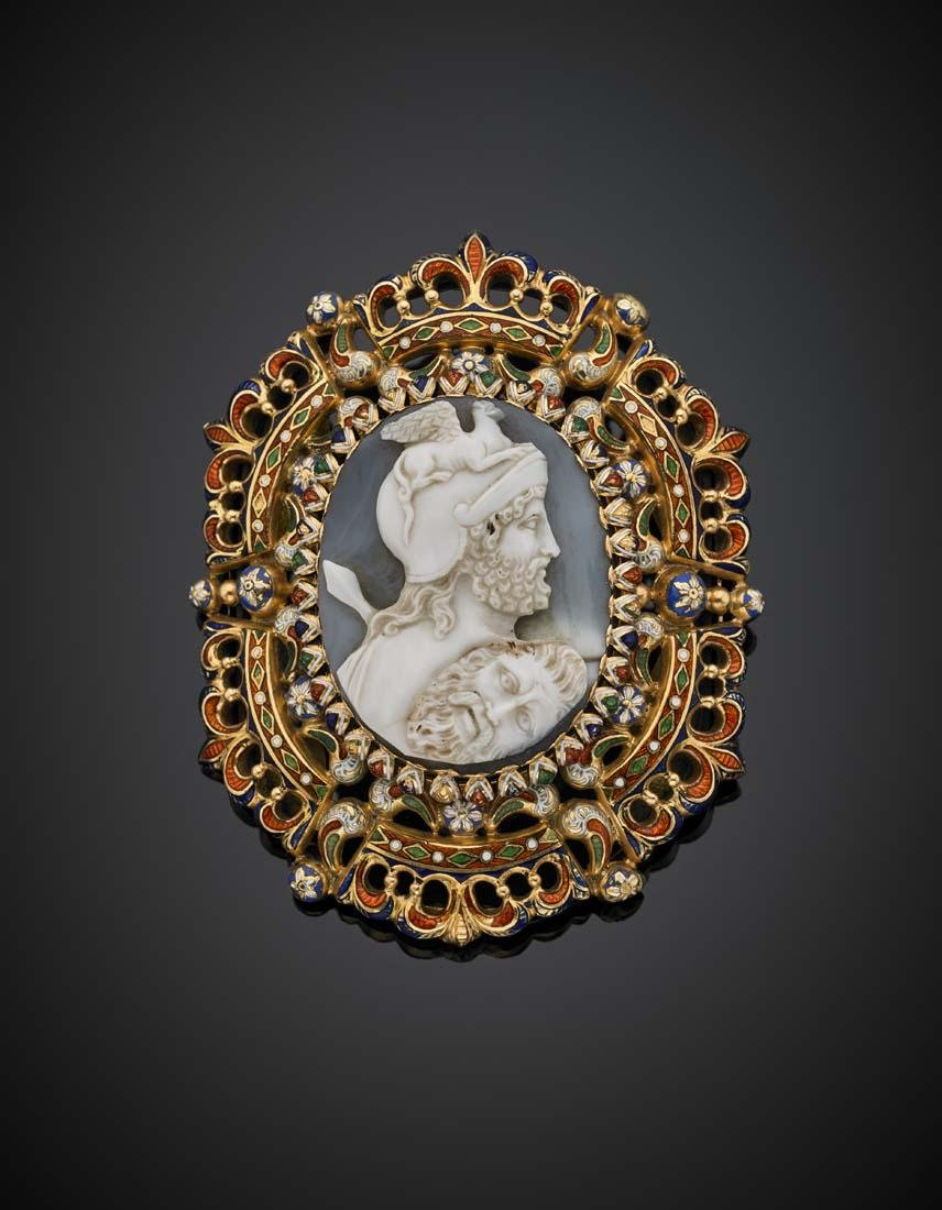 Agate cameo yellow gold and enamel brooch, g 52.51,
