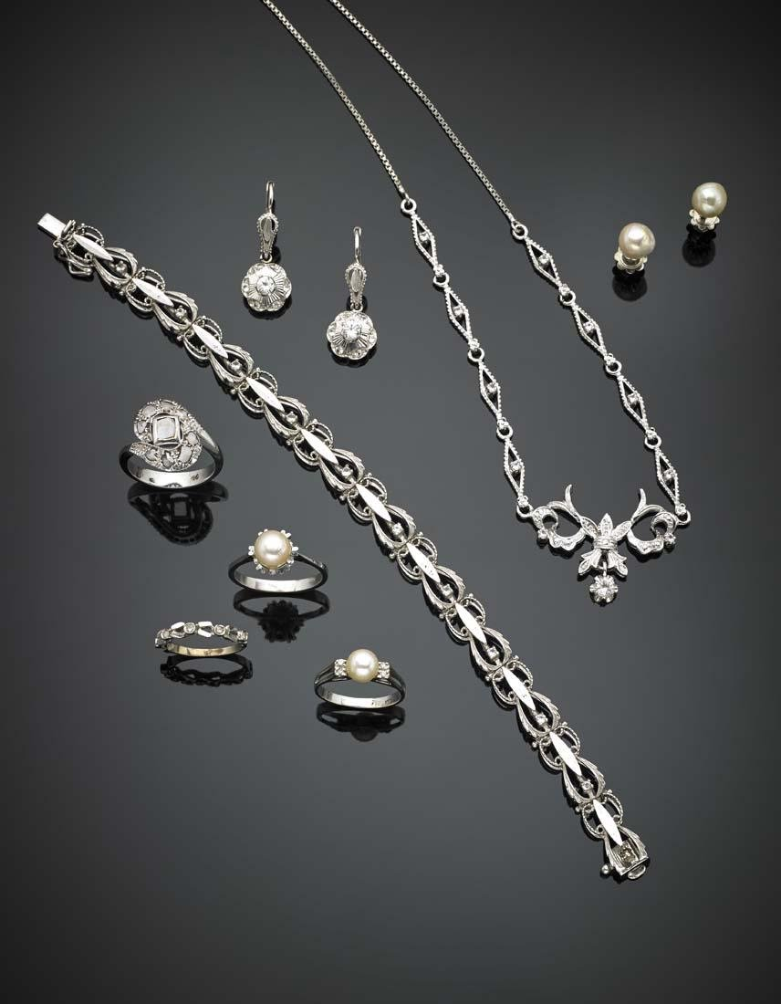 White gold lot comprising necklace, bracelet, two pairs