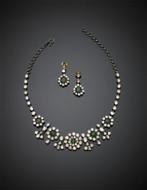 Silver and yellow chiselled gold jewelry set comprising