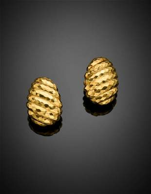 DAVID WEBB Yellow hammered gold earclips, g 30.88