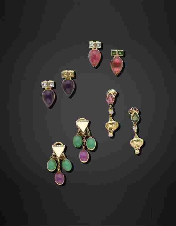 Lot comprising four pairs of gold earings with cabochon