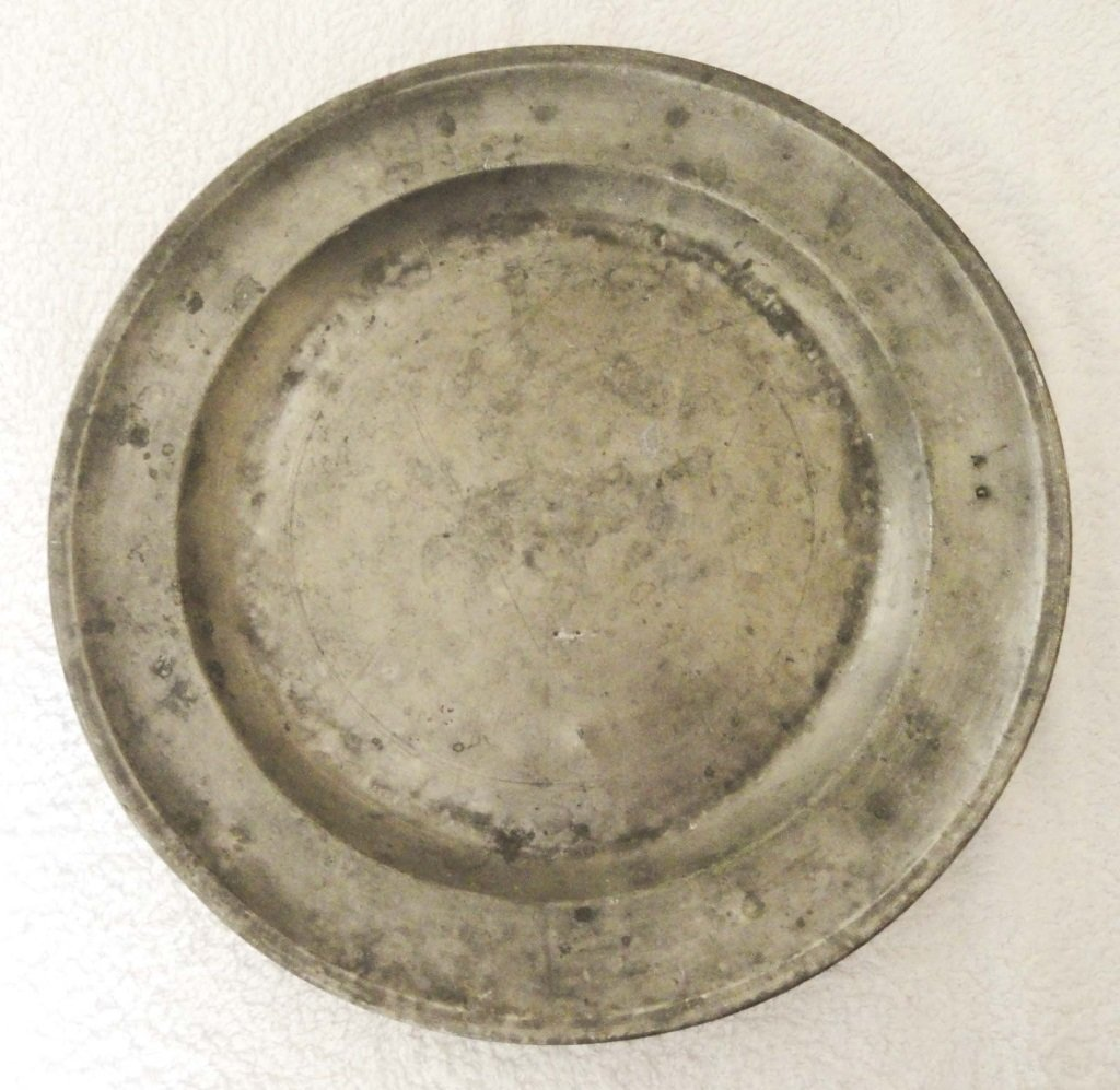 19th CENTURY PEWTER CHARGER