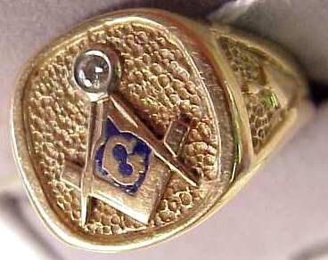 1031: 14k gold and diamond Masonic ring