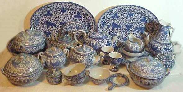 2335: Japanese blue & white partial porcelain dinner  s
