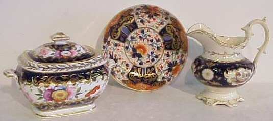 1019: Porcelain lot including Chamberlin Worcester dish