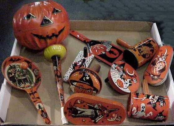 1015A: Vintage Halloween lot,tin jack-o-lantern,witches