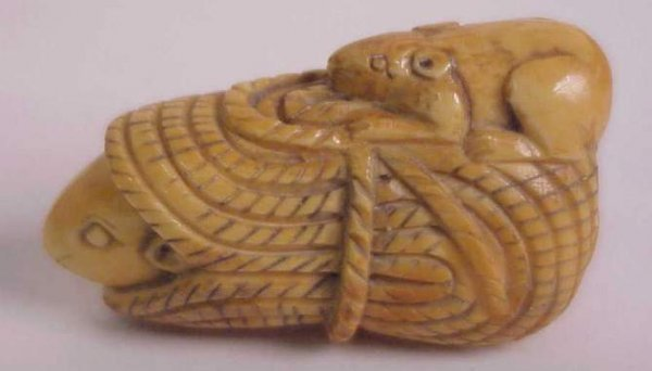 3002: Chinese figural ivory netsuke, 2 rats with a roll