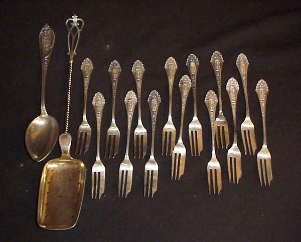 31: 14 Russian silver dessert forks, hallmarked and  ma