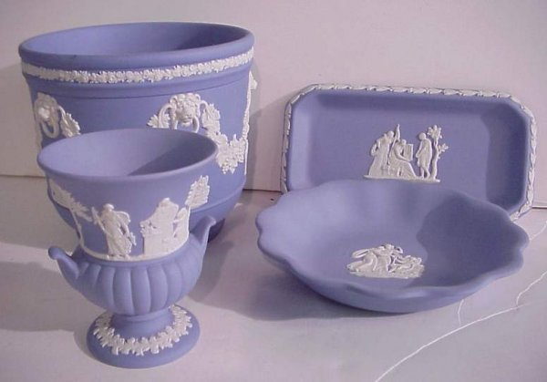 9: Lot of Wedgwood Jasperware table top items  includin