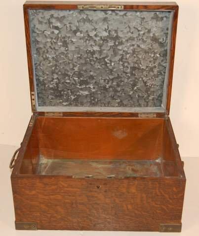 1004: Victorian oak humidor, metal liner, lacking key