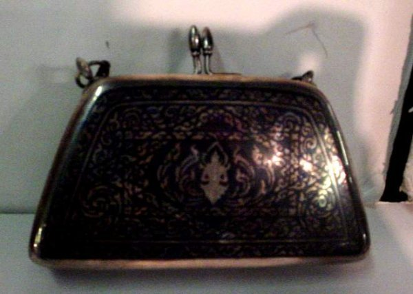 2032: Thai sterling silver purse with niello work, 10