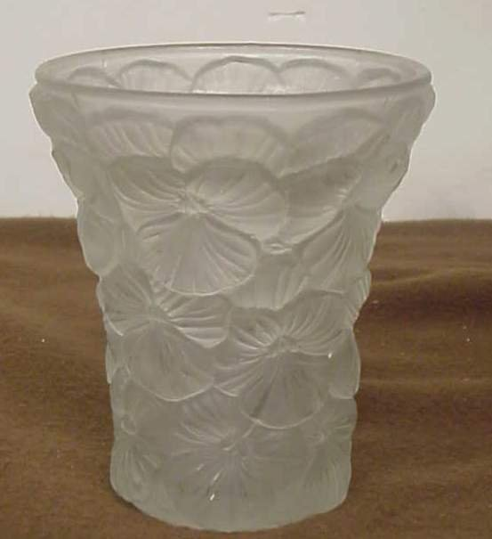 1013: Art Deco pansy pattern frosted glass vase,  unmar