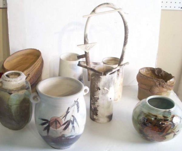 2023: 8 pcs modern pottery, some signed
