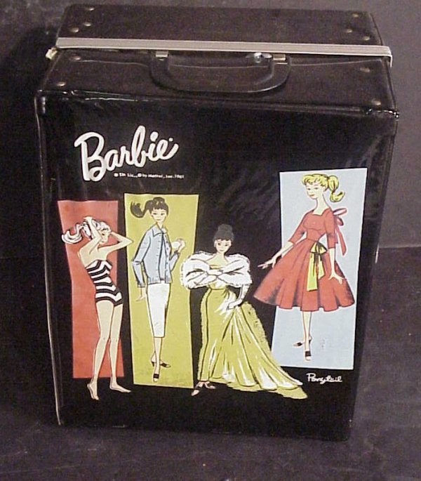 3015: Barbie 1961 case with Midge 1962 doll and Barbie