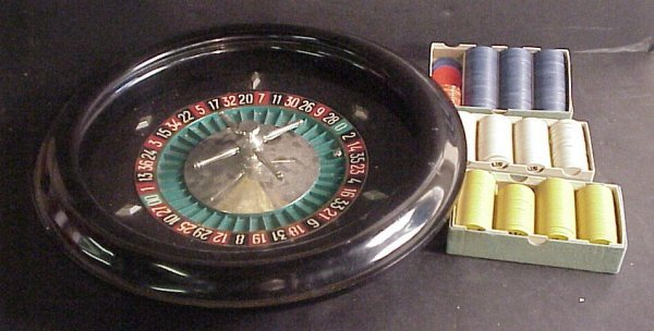 3030A: Roulette wheel with chips and felt board