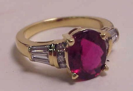 1023: 18k gold, pink tourmaline diamond ring, 3 cts  to