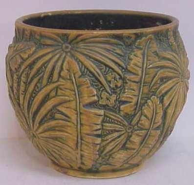 1014 A: WELLER POTTERY JARDINAIRE WITH PALM FROND MOTIF