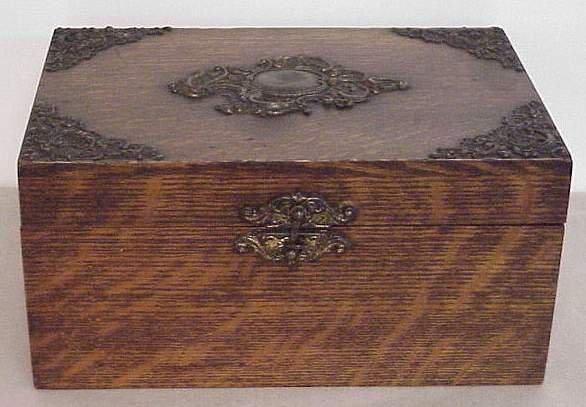 1016: TURN OF THE CENTURY OAK JEWELRY/DRESSER BOX WITH