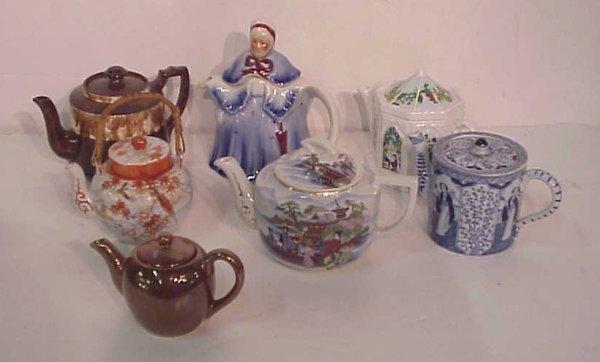 1017: 7 teapots