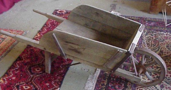2005: Primitive country wheelbarrow