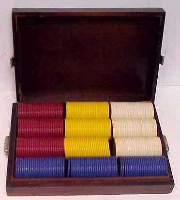 3: BOXED SET OF VINTAGE POKER CHIPS