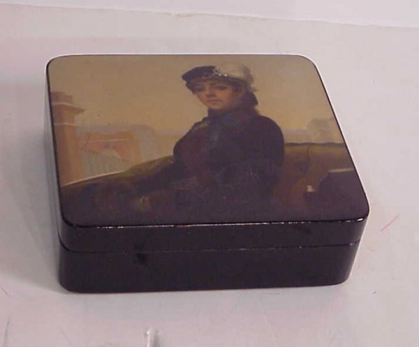 3008: Russian lacquer box with portrait of a woman in a