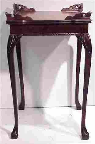 EARLY 20THC CHIPPENDALE STYLE END TABLE WITH FLOR