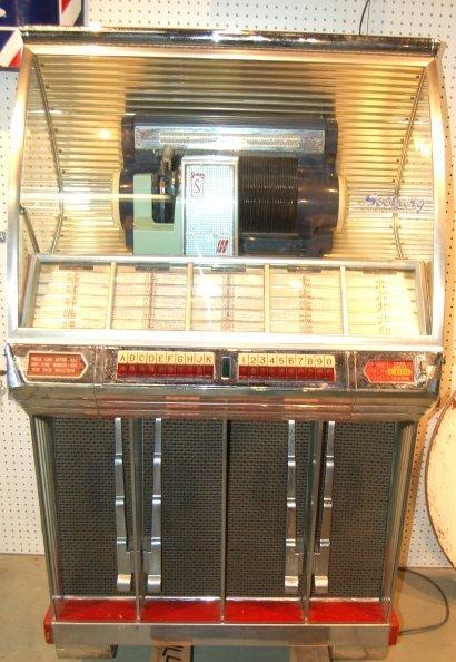 86: Seeburg Jukebox Model 100 R. working condition,  mi
