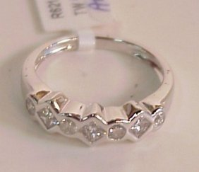 2025A: 14k white gold and diamond ring, 0.50 ctw