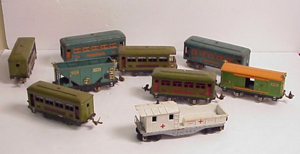 3020A: Lionel lot - 9 cars - 2 607 tin Pullmans, 2 529