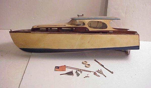 3005: Cabin cruiser with original wood case, handmade,