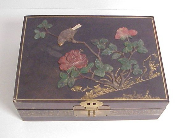 21: Chinese box with bird and flowering branch applied