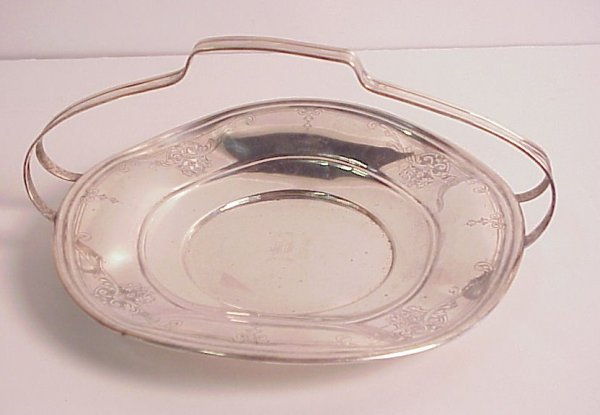24: Sterling silver cake plate with handle, 11oz