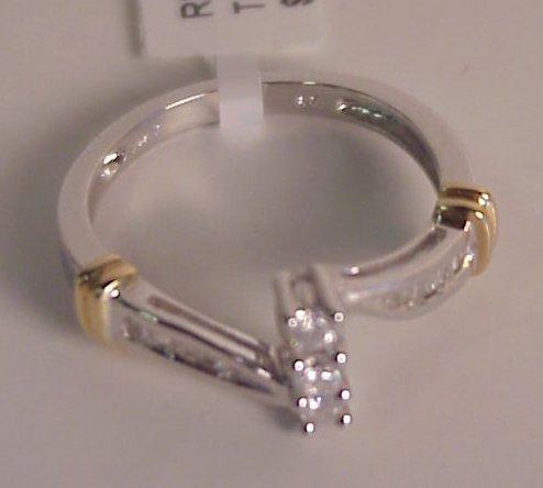 31: 14k gokd and diamond ring, 0.25 ctw
