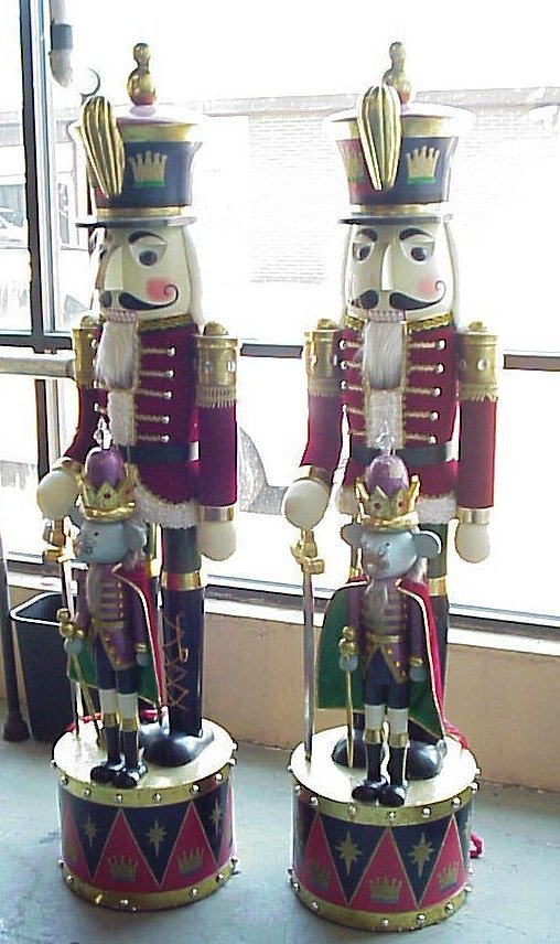 35: Pair large Nutcracker with Mouse King figures,  pai