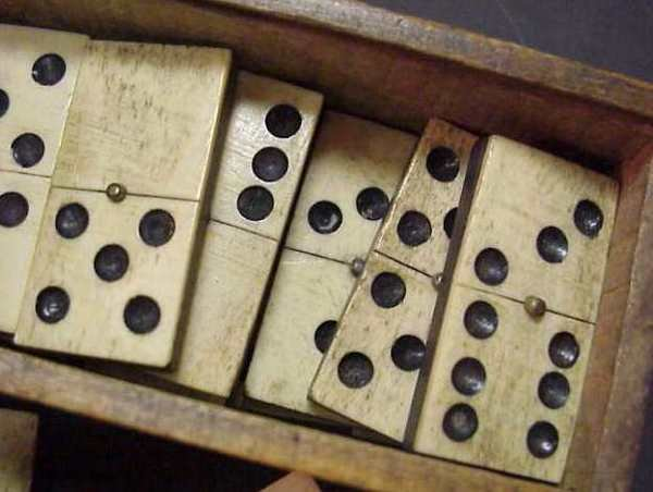 2391A: SET OF EBONY AND BONE OR IVORY DOMINOES IN WOODE - 2