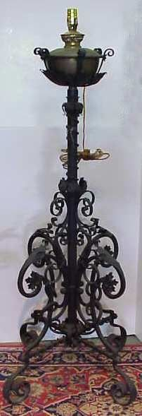 16: WROUGHT IRON FLOOR LAMP WITH SCROLL MOTIF, OIL LAMP