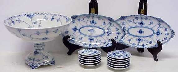 27: ROYAL COPENHAGEN SERVING PIECES, BLUE & WHITE PATTE
