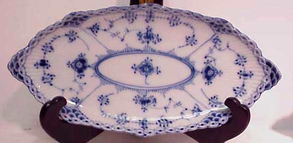 27: ROYAL COPENHAGEN SERVING PIECES, BLUE & WHITE PATTE - 3
