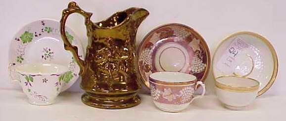 1024: COPPER LUSTRE PITCHER (REPAIRS BASE), 2 CUPS & S
